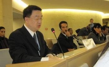 Докладчик Чэнь Шичжун на заседании ООН по правам человека рассказывает о преступлениях режима компартии Китая против сторонников Фалуньгун. Сентябрь 2013 год. Фото: The Epoch Times