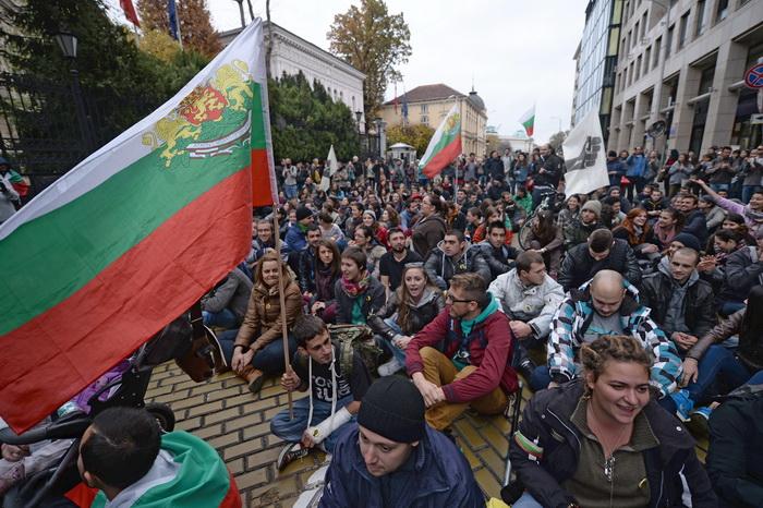 Болгарские студенты продолжают осаждать парламен. Фото: DIMITAR DILKOFF/AFP/Getty Images