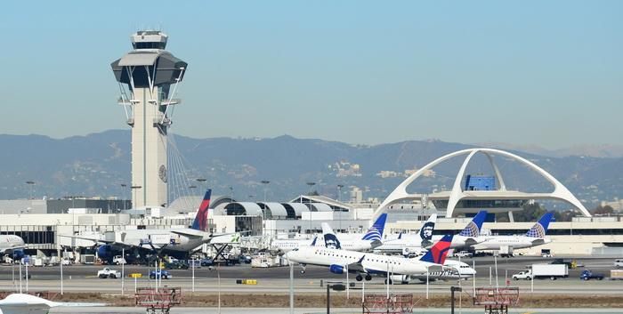 Выстрелы раздались в аэропорту Лос-Анджелеса. Фото: FREDERIC J. BROWN/AFP/Getty Images