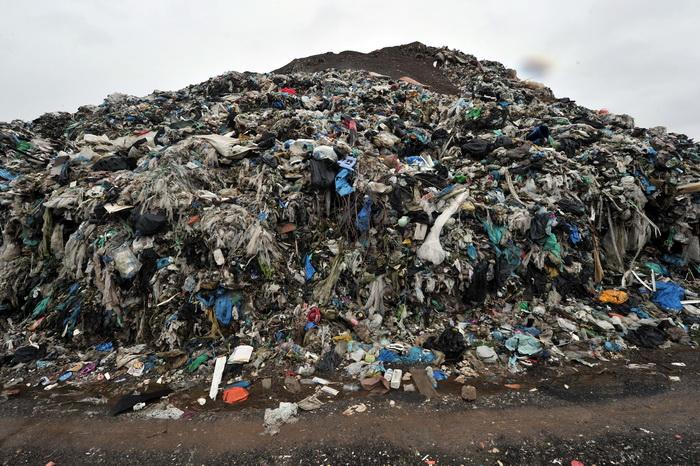 Мусор и отвратительный запах портят настроение жителям многих греческих островов. Фото: STR/AFP/Getty Images