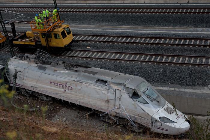 Скоростной поезд в Испании сошёл с рельс. Фото: Pablo Blazquez Dominguez/Getty Images