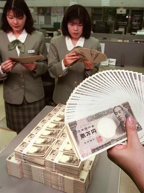 Япония намеревается сократить госдолг. Фото: TOSHIFUMI KITAMURA/AFP/Getty Images