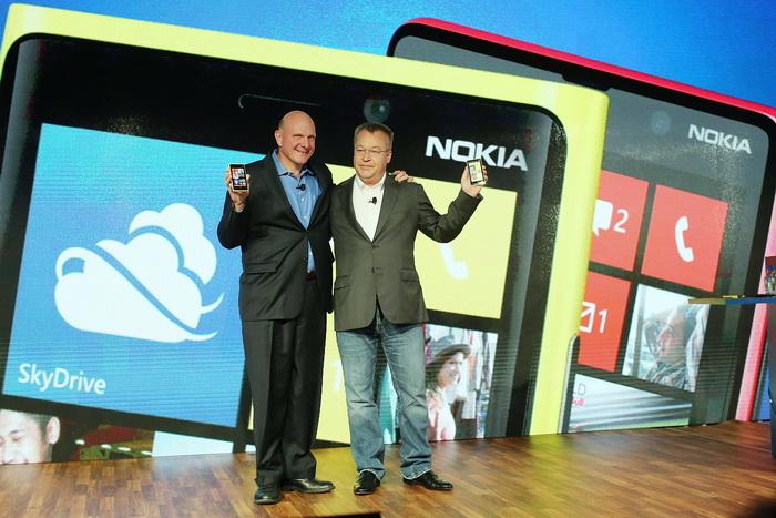 Объединяются Microsoft и Nokia. Фото: Spencer Platt/Getty Images