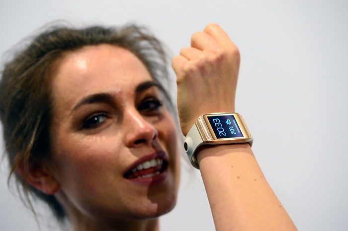 Galaxy Gear скоро поступит в продажу. Фото: JOHN MACDOUGALL/AFP/Getty Images