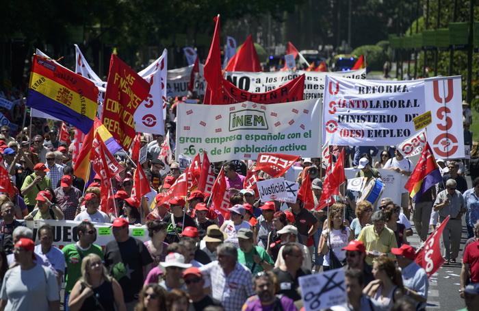 Безработица волнует больше всего. Фото: DANI POZO/AFP/Getty Images