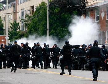 Канадская полиция задержала 40 протестующих экологов. Фото: Jemal Countess/Getty Images