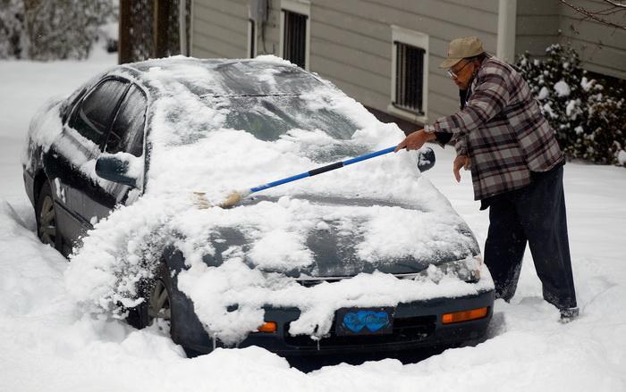 Из-за сильнейших снегопадов в шести штатах США объявлено ЧП. Фото: Scott Halleran/Getty Images