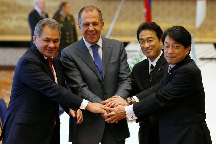 Сергей Шойгу, Сергей Лавров, Фумио Кисида и Ицунори Онодэра. Фото: ISSEI KATO/AFP/Getty Images