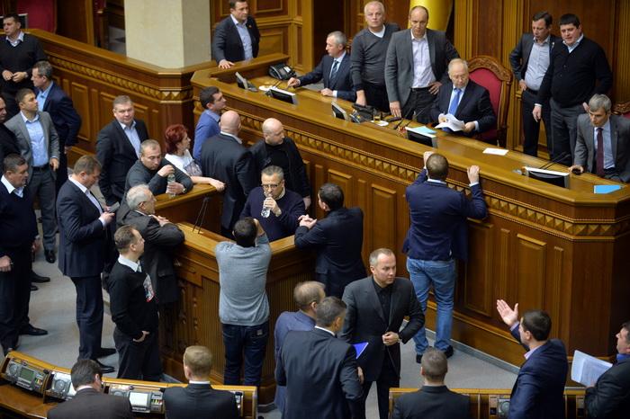 Украинский парламент не поддержал вотум недоверия правительству. Фото: SERGEI SUPINSKY/AFP/Getty Images
