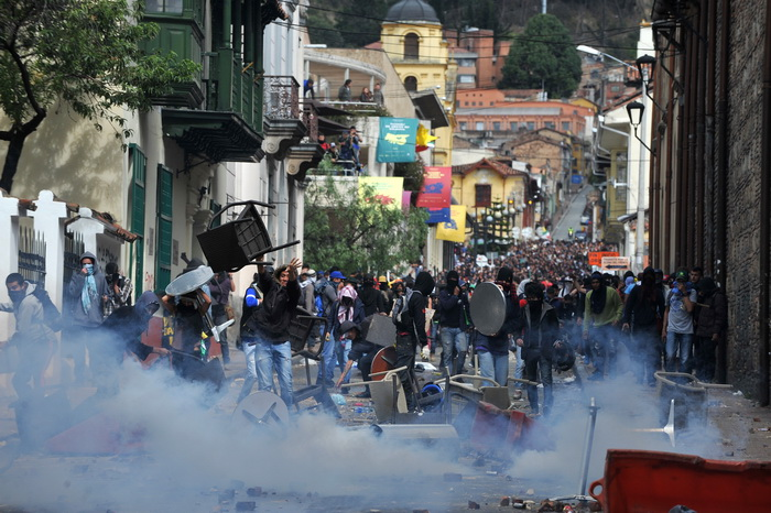 В Колумбии прошли акции протеста, есть погибшие. Фото: GUILLERMO LEGARIA/AFP/Getty Images