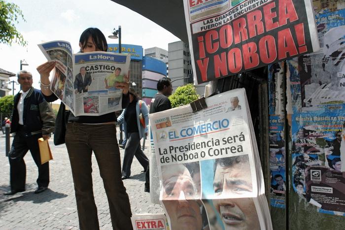 Корреа предлагает избавиться от «бумажных» СМИ. Фото: RODRIGO BUENDIA/AFP/Getty Images