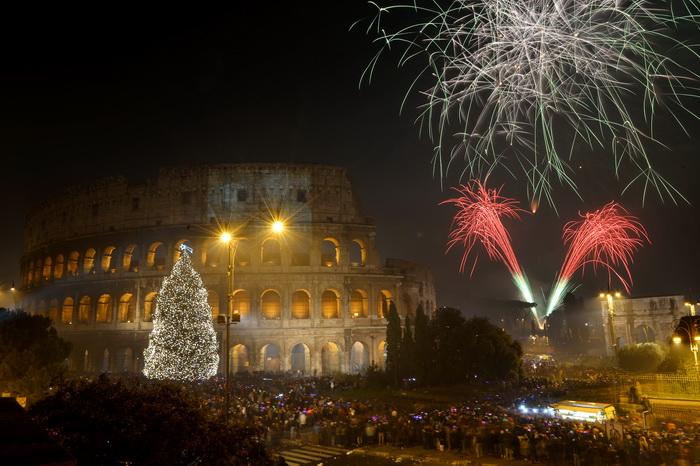 Новогодний фейерверк в Италии. Фото: VINCENZO PINTO/AFP/Getty Images