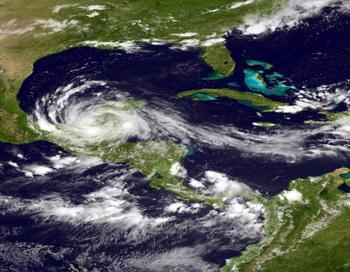 Тропический шторм Sonia угрожает Мексике. Фото: NOAA via Getty Images