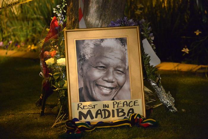 Мир скорбит о кончине Нельсона Манделы. Фото: ALEXANDER JOE/AFP/Getty Images
