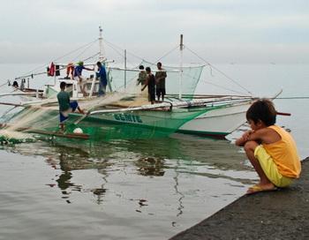 Филиппинские рыбаки. Фото: Dondi Tawatao/Getty Images