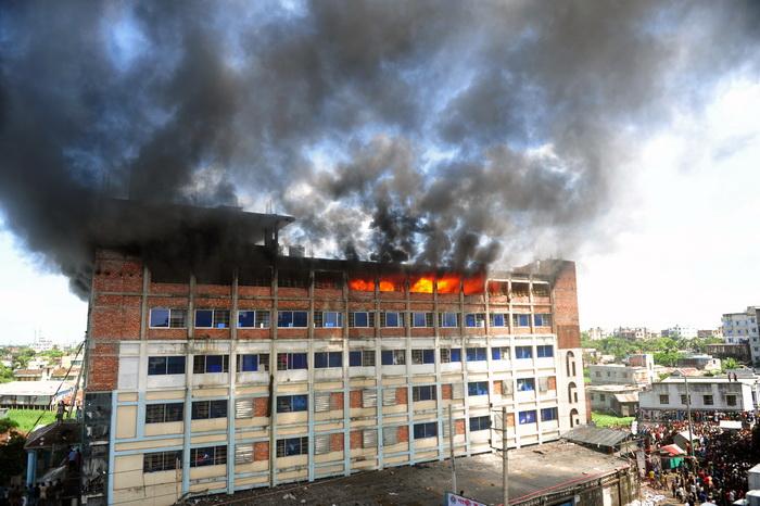 В результате пожара на швейной фабрике в Бангладеш погибли девять человек. Фото: MUNIR UZ ZAMAN/AFP/Getty Images