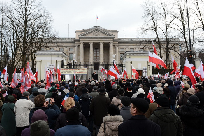 «Марш националистов» в Варшаве, 11 ноября 2013 год. Польша не возместит ущерб российскому посольству от нападения националистов. Фото: JANEK SKARZYNSKI/AFP/Getty Images
