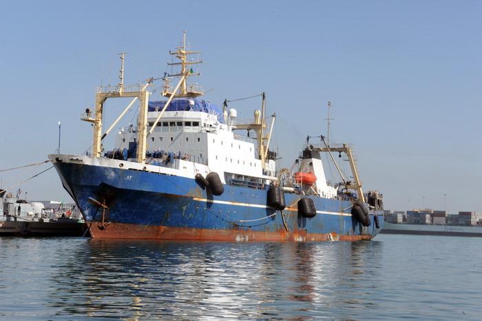 Российский рыболовный траулер «Олег Найдёнов» был задержан военными Сенегала в Атлантическом океане, в 46 милях от побережья Гвинеи-Биссау, 4 января. Фото: SEYLLOU/AFP/Getty Images