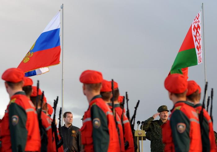 Учения «Запад-2013» продемонстрировали оборонный потенциал. Фото: VIKTOR DRACHEV/AFP/Getty Images
