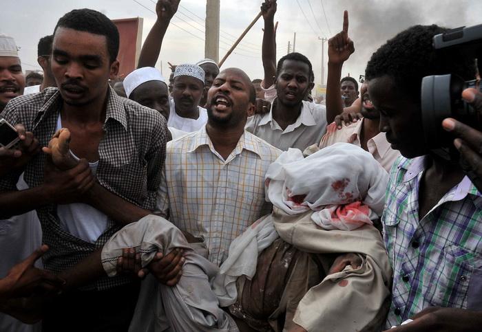 За три дня протестов в Судане погибли не менее 30 человек. Фото: EBRAHIM HAMID/AFP/GettyImages