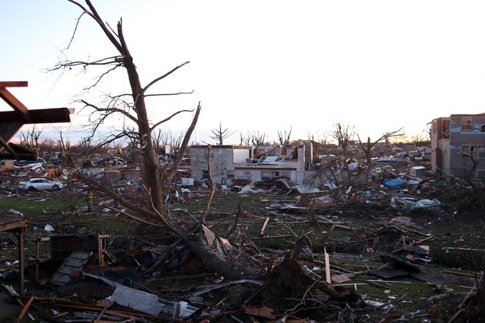 Три человека погибли в результате многочисленных торнадо в США. Фото: Tasos Katopodis/Getty Images