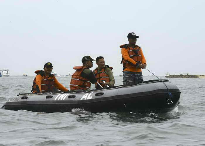 Бали. Спасатели. Фото: SONNY TUMBELAKA/AFP/Getty Images