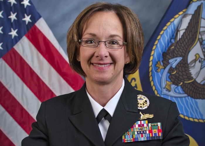 Командир американских ВМС в Республике Корея контр-адмирал Лиза Франчетти сказала, что учения предоставят уникальную возможность провести манёвры боевых кораблей трёх стран. Фото: navy.mil