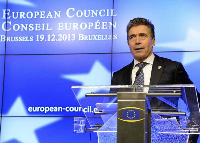 Генеральный секретарь НАТО Фог Расмуссен на саммите ЕС в Брюсселе 18 декабря отметил, что Россия напрасно размещает «Икандеры» у границ Европы — США не собираются на неё нападать, Россия просто зря тратит деньги. Фото: THIERRY CHARLIER/AFP/Getty Images