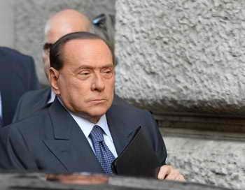 К концу года известный политический деятель Италии Сильвио Берлускони переживает финансовые трудности. Фото: ANDREAS SOLARO/AFP/Getty Images