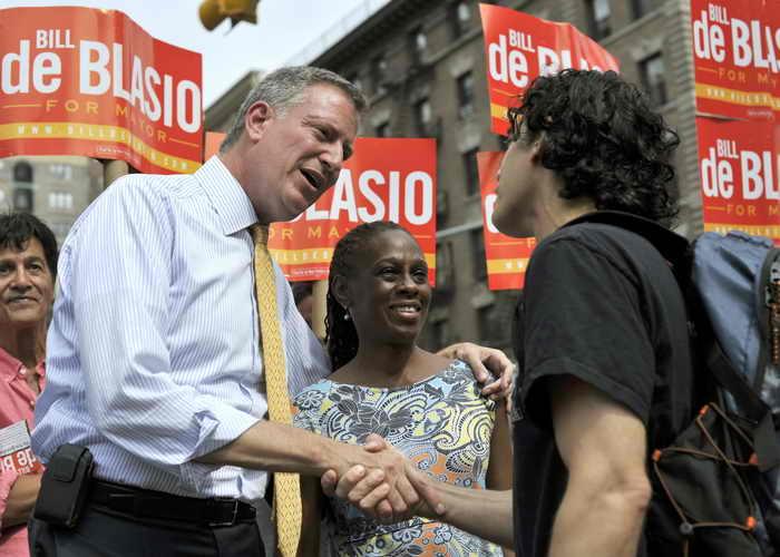 Выборы мэра проходят в Нью-Йорке. Кандидат от Демократической партии Билл де Блазио. Фото: TIMOTHY CLARY/AFP/Getty Images