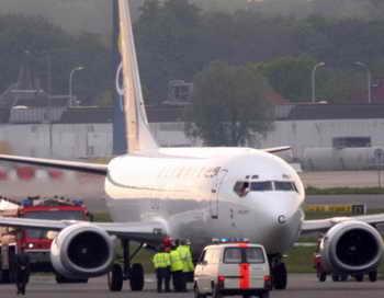 «Боинг-737» на взлётно-посадочной полосе. Фото: MARC VANBERGEN/AFP/Getty Images