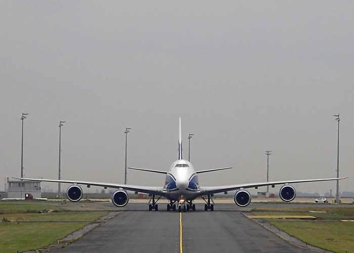 Самолёт рейса Лондон–Пекин совершил аварийную посадку в Иркутске. Фото: ALEXANDER KLEIN/AFP/Getty Images