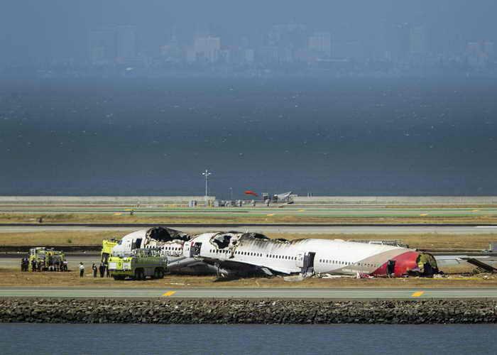 Глава южнокорейской авиакомпании Asiana Airlines Юн Ён Ду заявил, что авиакатастрофа произошла не из-за отказа двигателя, причины выясняются. Фото: Kimberly White/Getty Images