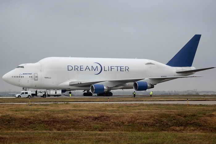 Самый большой в мире грузовой самолёт Dreamlifter 747 заблудился в Канзасе. Фото:  Brett Deering/Getty Images