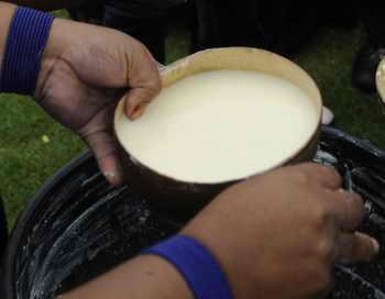 Эквадор. Молочный напиток. Фото: RODRIGO BUENDIA/AFP/Getty Images