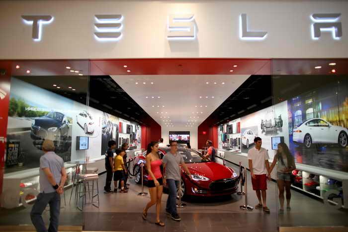 Транспорт будущего разрабатывает автомобильная компания Tesla. Фото: Joe Raedle/Getty Images