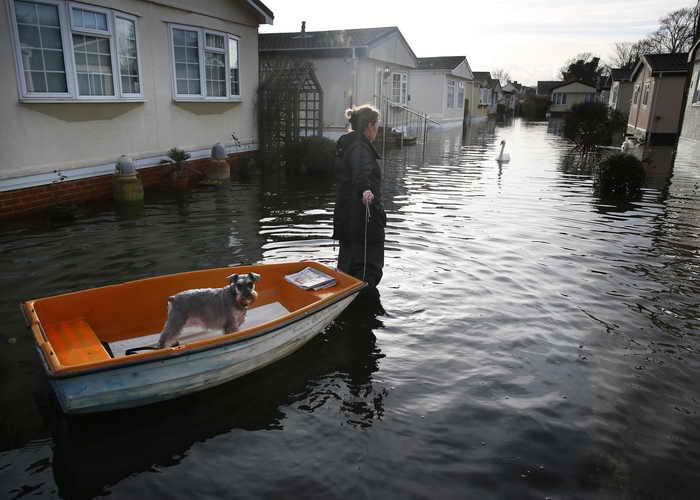 Темза вышла из берегов, но британцы готовы к ударам стихии. Фото: Peter Macdiarmid/Getty Images