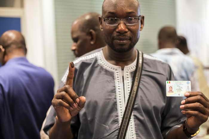 В Мали начался первый тур президентских выборов. Центральная избирательная комиссия в Мали зарегистрировала 27 кандидатов на пост президента страны. Фото: FRED DUFOUR/AFP/Getty Images