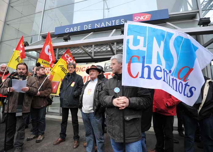 Забастовка нарушила железнодорожное движение во Франции. Фото: FRANK PERRY/AFP/Getty Images