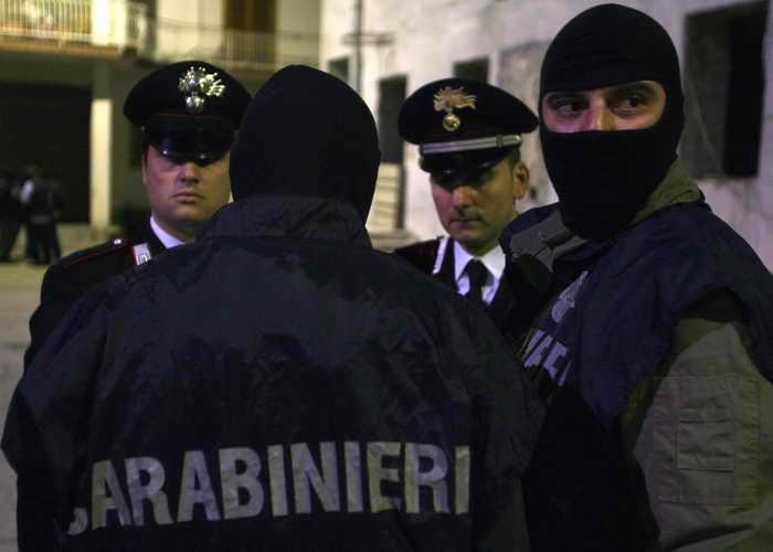 В итальянской провинции Салерно воры ограбили кассу автозаправки с помощью пылесоса. Фото: MARIO LAPORTA/AFP/Getty Images