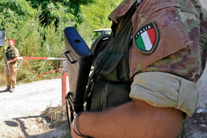 Итальянское правительство направит патрули солдат в регион Кампания. Фото: FRANCESCO PISCHETOLA/AFP/Getty Images