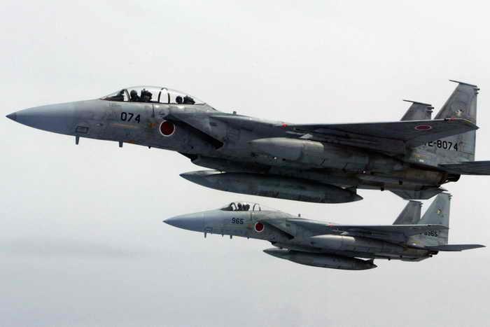 Обнаружив три российских самолёта в своём воздушном пространстве, ВВС Японии подняли в воздух свои истребители. Фото: Koichi Kamoshida/Getty Images
