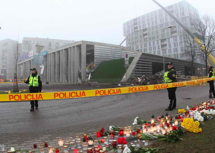 Из-за угрозы обрушения в Риге закрыты два торговых центра. Фото: PETRAS MALUKAS/AFP/Getty Images