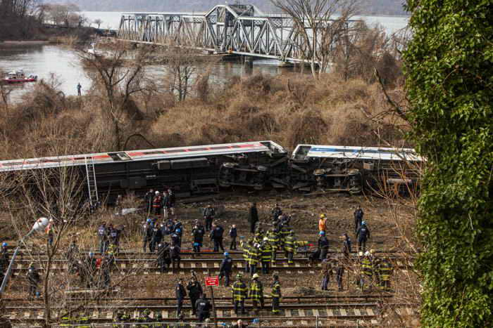 Причиной аварии поезда в Нью-Йорке мог быть отказ тормозов. Фото: Christopher Gregory/Getty Images
