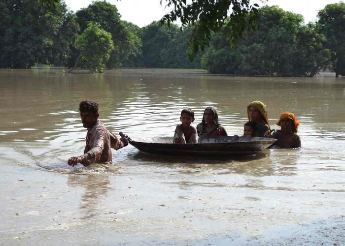 Во время наводнения в Пакистане пострадали более полутора миллионов человек, 178 числятся без вести пропавшими, более 10 погибли. Фото: S.S MIRZA/AFP/Getty Images