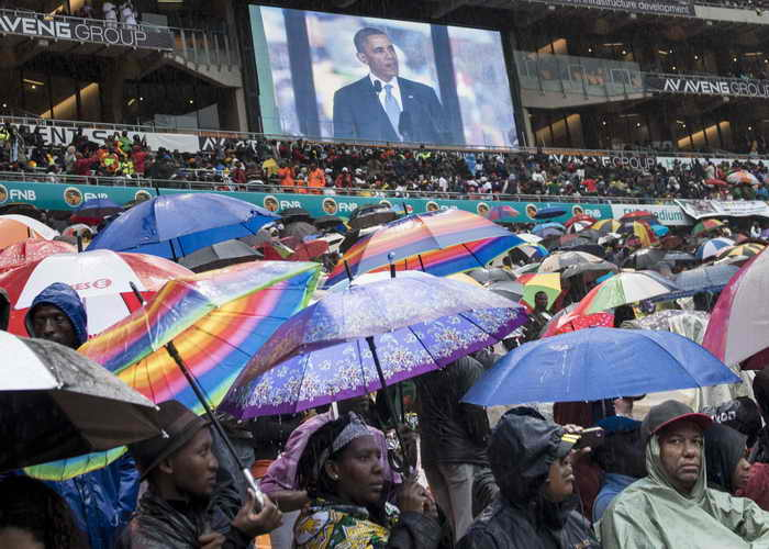 Вчера, 10 декабря, более чем 90 лидеров разных стран и граждане ЮАО простились с Нельсоном Манделой. Фото: BRENDAN SMIALOWSKI/AFP/Getty Images