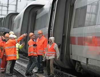 Вечером 29 июля в кантоне Во в Швейцарии произошло столкновение поездов, несколько человек находятся в тяжёлом состоянии, один из машинистов погиб. Фото: FABRICE COFFRINI/AFP/Getty Images