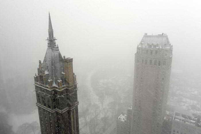 В штате Нью-Йорк объявлен режим чрезвычайной ситуации. Фото: Timothy A. CLARY / AFP /Getty Images