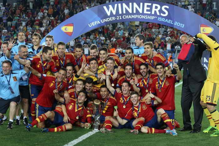 Молодёжная сборная Испании одержала блистательную победу над сборной Италии и завоевала золото на чемпионате Европы. Фото: MENAHEM KAHANA/AFP/Getty Images