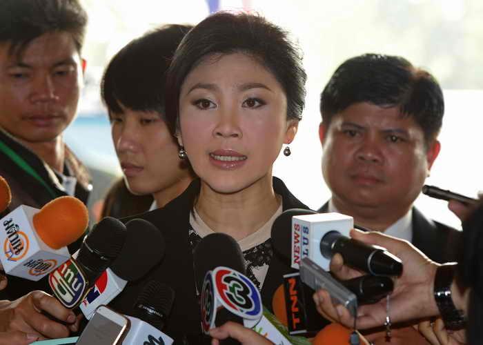 Правительство Таиланда в лице премьер-министра Йинглак Чинават обратилось к оппозиционерам с призывом сесть за стол переговоров и прекратить блокаду правительственных зданий. Фото: PORNCHAI KITTIWONGSAKUL/AFP/Getty Images